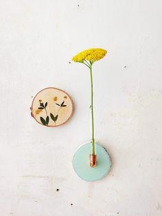 Wandvase und Blumenastscheibe