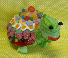 Turtle made of candy Ice Cream Taco, Candy Kabobs, Bubble Gum Machine, Bar A Bonbon, Sweet Trees, Candy Cakes, Party Trays, Candy Party, Candy Shop