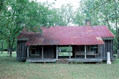 - Dogtrot Style House - Two Cabins Divided By A Porch (dogtrot).  One side for cooking and the other side for living.  Mainly seen in the south where weather is hot and humid  - worldhouseinfo.com -