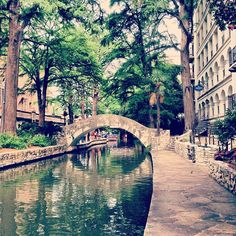 Spent a lot of time here while growing up. My father had a restaurant on the Riverwalk and we were there for EVERY river parade!