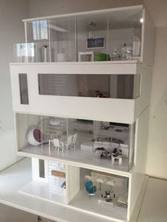 Great looking modern dollhouse. Don't envy the doll that has to clean those windows, though!