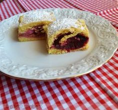 Szilvás pite Hungarian Cake, Sandwiches, Muffin, Food And Drink, Sweets, Bread, Baking, Breakfast, Pastries