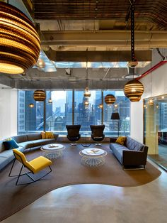 Designers made a visual connection to 1 WTC via a feature seating area. Photo by Eric Laignel Photography. TPG architecture