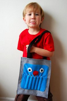Guest Tutorial: Monster Art Tote by Marigold - Made By Rae - would be cute for the car seat holder as well Diy Gifts To Make, Easy Homemade Gifts, Tooth Fairy Money, Sewing Crafts, Sewing Projects, Craft Projects, Boy Post, Crayon Holder, Tote Tutorial