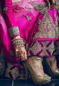 Photo by:Shaf Noor Sari, Indian Bride, Bright Pink Amazing! Indian Dresses, Indian Outfits, Lehenga, Mehndi, Moda Indiana, Foto Top, Estilo Hippy, Desi Wedding, Wedding Ideas