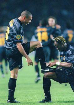 Ronaldo & Taribo West celebrate an Inter goal