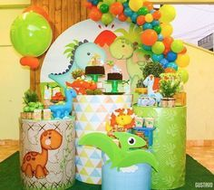 Painel Redondo 40 Inspirações Imperdíveis Tendência para festa em 2019 Baby Boy Birthday, Dinosaur Birthday Party, 1st Birthday Parties, Die Dinos Baby, Baby Dino, Party Decoration, Birthday Decorations, Deco Buffet, Baby Party
