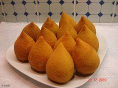 Coxiha com massa de farinha e batata