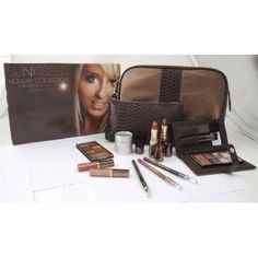 Sunkissed SUNkissed Holiday Collection£16.55 (FREE UK Delivery)http://www.123hairandbeauty.co.uk/beauty-products-c5/gift-set-c34/sunkissed-sunkissed-holiday-collection-p1551