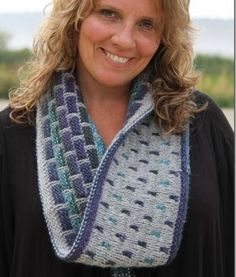 The Igloo DK Cowl and Headband is a fun addition to the Igloo family!