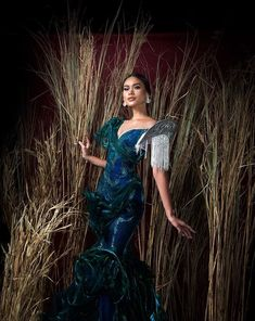 an experiential beauty, lifestyle and travel site based in the Philippines. Baro't Saya, Modern Filipiniana Gown, Decades Fashion, Spanish Dress, Filipino Tribal, Filipino Culture, Barong, Diy Fashion, Fashion Design