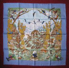 HERMES Carré «Sichuan», à décor d'animaux, entourage bleu, signé R. Dalllet.
