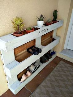 Ideas Pallet diy easy pallet shoe rack, diy, pallet, storage ideas - We built a custom DIY shoe rack for our garage. It's made from plywood and poplar using brad nails and pocket screws. The finish coat is just a basic semi-gloss… Diy Pallet Projects, Furniture Projects, Home Projects, Diy Furniture, Recycled Furniture, Pallet Ideas For Home, Pallet Interior Ideas, Palette Furniture, Pallet Home Decor
