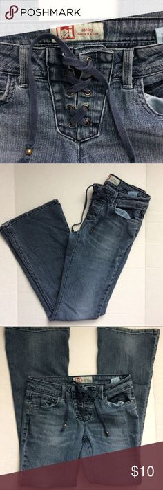 L.e.i lace up Ashley lowrise fit and flare jeans L.e.i lace up Ashley fit and flare jeans. Size 9 juniors. A bit of wear on the bottom hems. Broken in feel. l.e.i Jeans Flare & Wide Leg