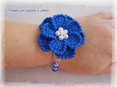 Bracciale ad uncinetto con fiore a punto tunisino by https://www.facebook.com/creareconpassioneeamore/ … … #crochet #handmade #necklace #jewelry