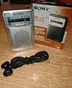 Mini radio pilas Sony. AM/FM, con altavoz, indicador led de emisora. PVP 32,50 euros
