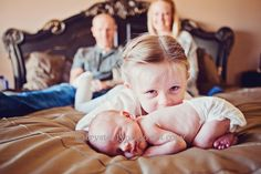 big brother new born sister picture ideas | ideas, big sister, big brother, baby photography, baby photo ideas ...