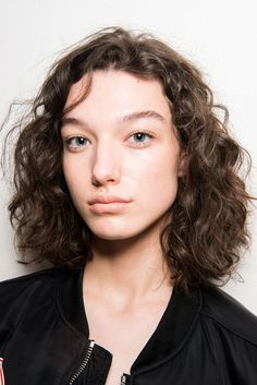 Phillip Lim at New York Fashion Week Fall 2017 Mckenna Hellam, Hair Arrange, Girls Characters, Marvel Characters, Glowy Skin, Model Face, Uneven Skin Tone, Radiant Skin, Face Claims