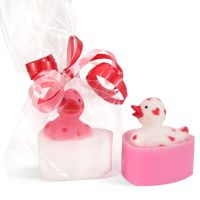DIY Soap Making Recipes - Mini Valentine Duck Soaps.  Click on image for free recipe!!