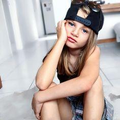 Modelo mirin brasileira Gabi Beckett brasilian model kids foto tumblr tênis boné óculos criança
