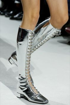 Christian Dior Spring 2018 Ready-to-Wear Fashion Show - Dior Boots - Trending Dior Boots. - See detail photos for Christian Dior Spring 2018 Ready-to-Wear collection. Christian Dior, Bootie Boots, Shoe Boots, Runway Shoes, Patent Leather Boots, Dior Handbags, Louboutin, Martin Boots, Lace Up Boots