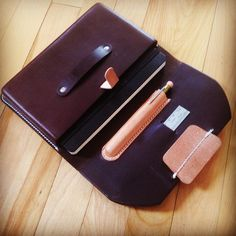 And the inside.  Of course a little more forming for the pen/pencil  and the pull tab for easy access to you're notebook/ipadmini #Wilboro #carry4life #hardwood #madeinottawa #madeincanada #leather #leathercraft #leatherforming #vegtan #moleskine #ipadmini #midoripencil