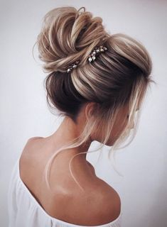 Wedding Hairstyles Updo With Braid Bridesmaid Hair Medium Lengths Ideas Wedding Hairstyles Updo Loose Hairstyles, Trendy Hairstyles, Knot Hairstyles, Bridal Hairstyles, Hairstyles For Long Hair Wedding, Feathered Hairstyles, Short Haircuts, Summer Hairstyles, Wedding Hairdos