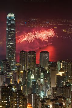 Hongkong National fireworks, China. Amazing, awesome, unbeliavable, diferent, emblematic, special places to travel. Lugares increibles, asombrosos, espectaculares, diferentes, emblemáticos, especiales para viajar.