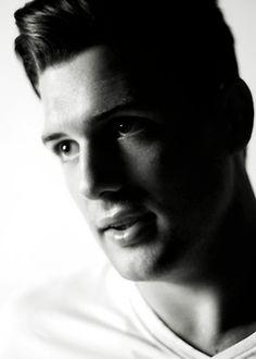 Jamie Benn is too beautiful.
