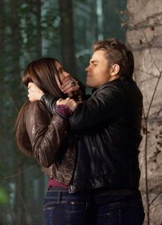 The best TV episodes of 'The Vampire Diaries' raises the stakes with 'Our Town'.one of the most shocking stefan episodes.i'd be ok if a hottie like stefan scared me like that ; Vampire Diaries Stefan, Serie The Vampire Diaries, Vampire Diaries The Originals, Damon Salvatore, Paul Wesley, Nina Dobrev, Stefan E Elena, Popular Book Series, Vampire Daries