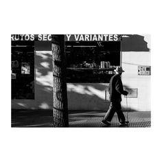 Apuntes (XXIV) @lacalleesnuestracolectivo  #lacalleesnuestracolectivo  #majadahonda #madrid #spain #granviamajadahonda #blackandwhite #blancoynegro #streetphotography #streetstyle #sombra #shadowhunters #walking #paseando #igersmadrid #canon6d #35mm #picoftheday #photooftheday #frutossecosyvariantes #shop #tienda #rotulo #label #ortizsanz
