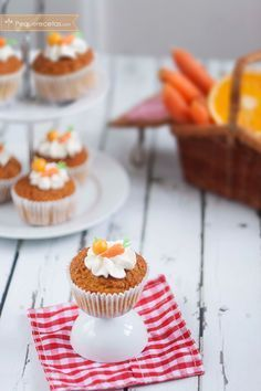 Muffins integrales de zanahoria y naranja Sin Gluten, Mini Cupcakes, A Food, Muffins, Cooking Recipes, Sweets, Bread, Cookies, Baking