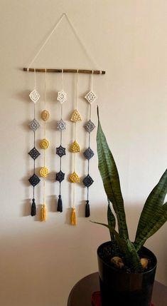 Crochet Wall Art, Crochet Wall Hangings, Crochet Quilt, Crochet Motif, Crochet Designs, Crochet Crafts, Crochet Yarn, Crochet Decoration, Crochet Home Decor