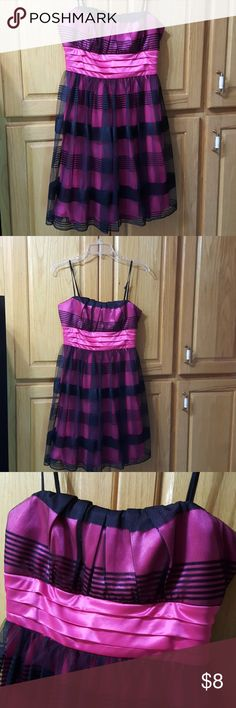 My Michelle Dress Size Medium Gorgeous pink & black combo.  Lightly worn. My Michelle Dresses Formal