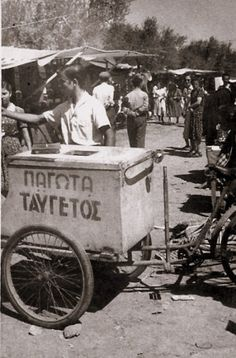 Selling ice cream in Athens ~ in the - Grans photo Greece Pictures, Old Pictures, Bauhaus, Old Time Photos, Greek History, History Of Photography, Athens Greece, Second World, Back In The Day