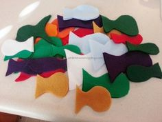 DIY No Sew Felt Fishing Game.  Cute for the kids and helps develop eye-hand coordination.