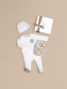 Check Cotton Three-piece Baby Gift Set in White | Burberry