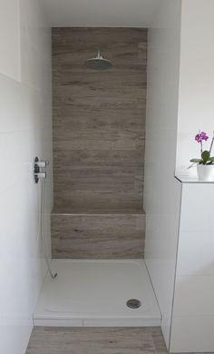 begehbare dusche, graue fliesen in betonoptik, geflieste sitzbank ... - Graue Fliesen