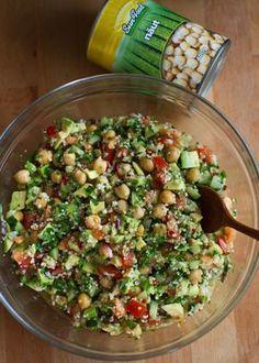salata de naut 2 Gf Recipes, Healthy Salad Recipes, Veggie Recipes, Appetizer Recipes, Cooking Recipes, Avocado, Good Food, Yummy Food, Lebanese Recipes