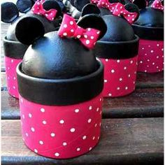 Cajitas Golosineras - Souvenirs Infantil - Minnie, Mickey Minnie Mouse Theme, Mickey Mouse Birthday, Henry Hugglemonster, Biscuit, Candy Bar Wedding, Mini Mouse, Sewing Box, Disney Crafts, Mouse Parties