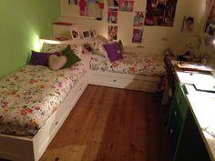 Cameretta con due letti in legno - twin beds