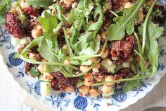 Quinoa und Kichererbsen Salat mit Sonnengetrockneten Tomaten