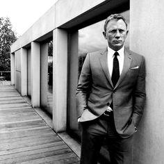 Ravageurs lean. | Daniel Craig by Greg Williams