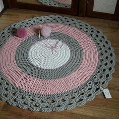 Tapete para quarto Diy Crochet Rug, Knit Rug, Crochet Carpet, Crochet Round, Crochet Home, Crochet Doilies, Crochet Snowflake Pattern, Crochet Flower Patterns, Doily Patterns