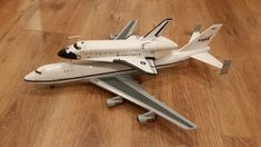 Revell 1/144 Atlantis and SCA747