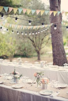 A pretty pastel table setting campagne fête mariage wedding Garden Wedding, Wedding Table, Rustic Wedding, Wedding Day, Party Wedding, Diy Wedding, Garden Party Decorations, Garden Parties, Wedding Decorations