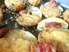Et Tring kocht: Neue Kartoffeln aus dem Ofen. Mit Apfel, Mettwurst, Thymian und Cheddar