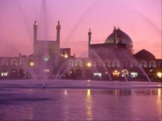 The Masjed-é Emam Mosque in the pink light of the sunset