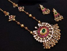 Indian Jewelry Sets, Indian Wedding Jewelry, Bridal Jewelry, Indian Weddings, Indian Bridal, India Jewelry, Temple Jewellery, Indian Gold Jewellery, Rajput Jewellery