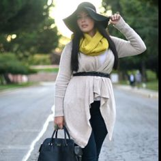 (GirlWithCurves.tumblr.com) She has the best outfit ideas for curvy women!